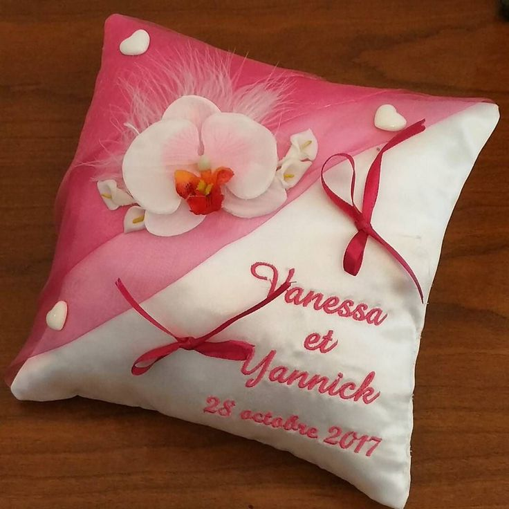 Coussin de mariage avec orchidées ton fuschia  #mariage281017 #mariageenfuschia #mariagethemeorchidees #mariage  #ring #weddingparty  #celebration #bride  #bridesmaids  #unforgettable #matrimonio #weddinginspiration #bridal  #forever #weddingplanner #couple #weddingideas #together #ceremony  #destinationwedding #weddingday  #celebrate  #hochzeit #congrats #congratulations #instalove #jourj #fiancailles #engaged. We ship worldwide. See couture-broderie.fr