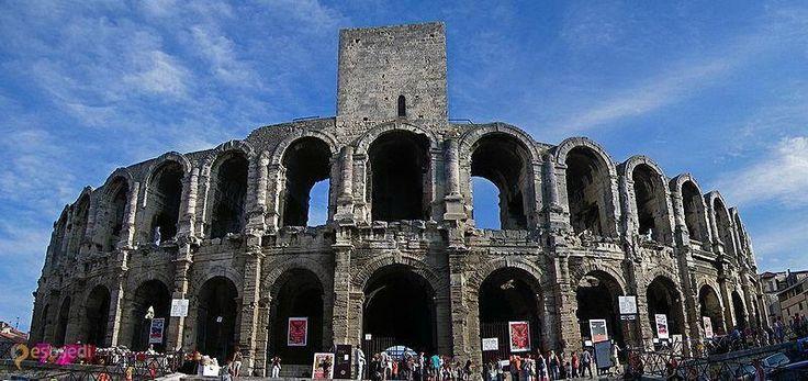 Амфитеатр в Арле – #Франция #Прованс (#FR_U) Арены А́рля - 2000-летний римский амфитеатр и по сей день стабильно снабжающий население и гостей французского города Арль зрелищами. http://ru.esosedi.org/FR/U/1000199165/amfiteatr_v_arle/