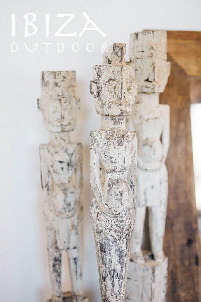 Leuke oude houten beelden, 1 meter 50 hoog! Leuk voor in de slaapkamer, woonkamer of badkamer. Bij interesse mail naar ibizaoutdoor@gmail.com ook voor een afspraak in de loods. gr Mees