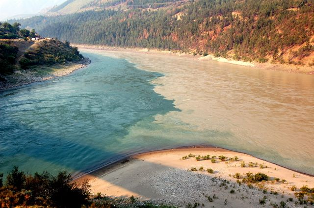 """Mixing of the clear Thompson River water with the muddy waters of the Fraser River at Lytton, B.C."""