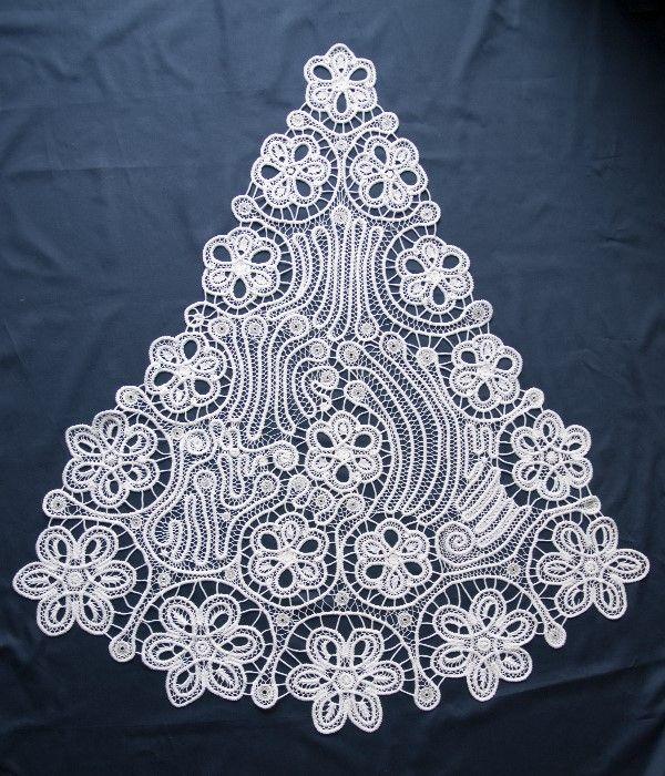 Schleppe für ein Brautkleid in weiß und silber, rumänische Makrameespitze (MAK00120)