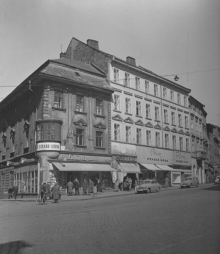 OLOMOUC, roh Ostružnické ulice v 50.letech. Archiv NP Olomouc. Z knihy Olomoucké panoptikum.