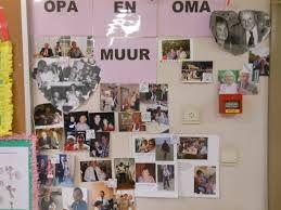 Opa's en oma's van nu zijn lang niet altijd oude mensjes met grijs haar! Maak een opa-en-oma muur, waarvoor de kinderen foto's meenemen van huis.