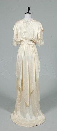 House of Worth - French Wedding Dress, c. 1913 (back)