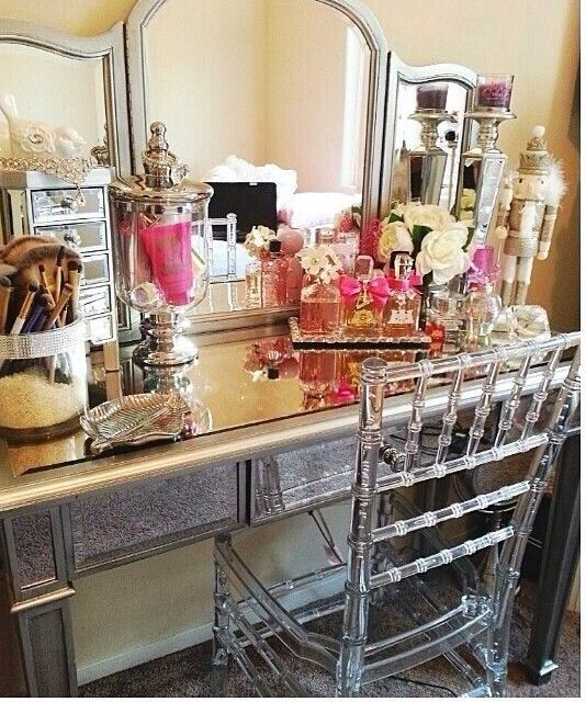 Closet home dressing room makeup station home makeup room for Beauty parlour dressing table images