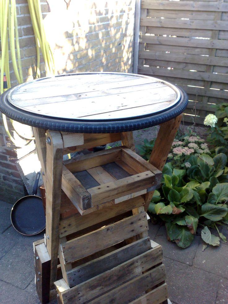 601 best images about pallet life on pinterest pallet for Pallet furniture bar