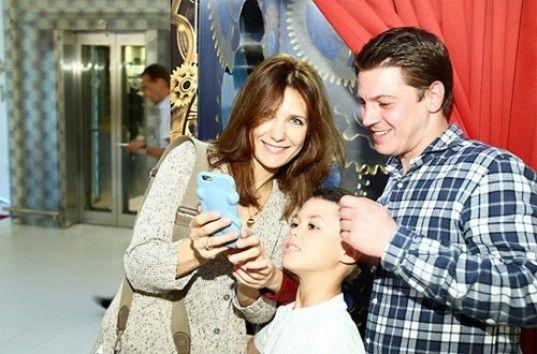 Екатерина Климова и Гела Месхи с детьми посетили премьеру «Алиса в Зазеркалье» (ФОТО)