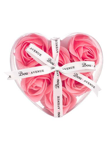 Warm baths in the winter with: Rosebud Bath Petals - Pink Mix | Boux Avenue