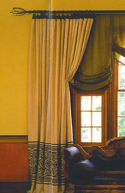 Red and gold wall paint and embroidered drapes masculin for Red and gold drapes