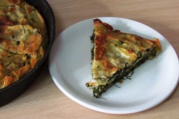 Recipe: Spanakopita (Greek Spinach Pie) Pies are a tradition here in Greece and there are hundreds different pie recipes. Spanakopita is probably the most popular pie and there are many variations of it as well. This is my favorite vegan version, with rice instead of feta cheese. Most recipes call for boiled or sauteed spinach but I prefer to use it raw.