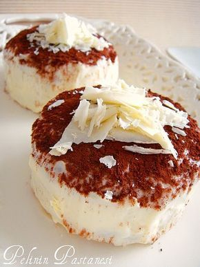 Gerçekten çok lezzetli... Kahveli tatlılarla arası hiç iyi olmayan eşime söylemedim ikram ederken tabaktakinin tiramisu olduğunu. İlk lokma...