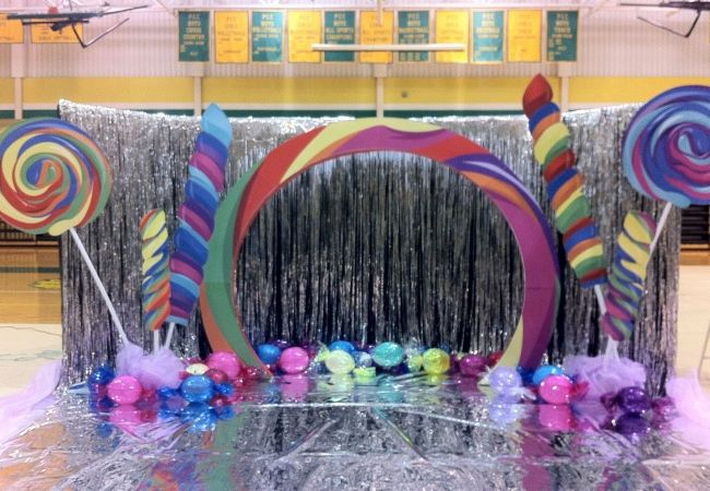 5 Great Theme Ideas For Prom - Unique Ideas For Prom Themes   Bash ...