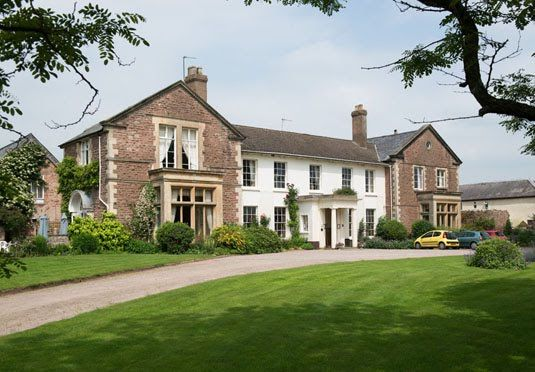 A beautiful Georgian country house hotel in the Herefordshire countryside, with breakfast, dinner and plenty of extras