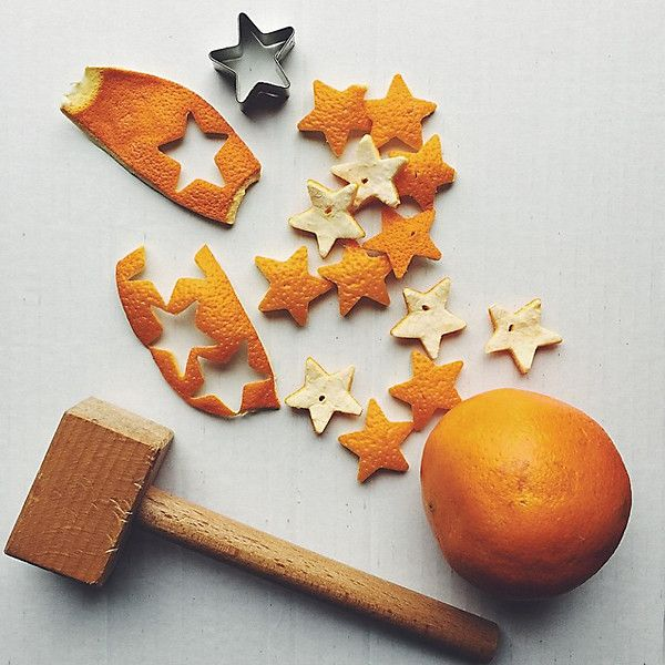 Starshaped orange peel with a lovely scent... Stjärnformade apelsinskal som doftar gott...