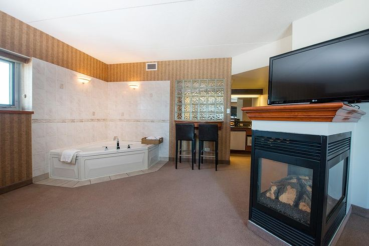 Royal Oak Inn Honeymoon suite with jacuzzi and fireplace!