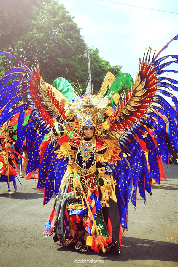 Spectacular costume from a great batch of Banyuwangi Ethnic Carnival images by oddzhaheho creative works on Behance #Indonesia