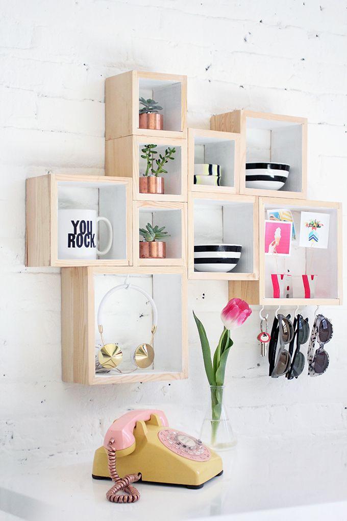 Avec des boites en bois, elle crée des rangements très pratiques… son astuce est géniale !