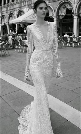 Inbal Dror BR 15-15 6: buy this dress for a fraction of the salon price on PreOwnedWeddingDresses.com