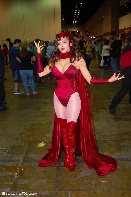 Scarlett Witch cosplay achieving super heroic proportions
