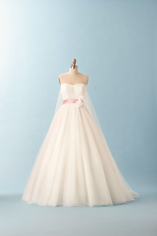 1000 Ideas About Snow White Wedding Dress On Pinterest