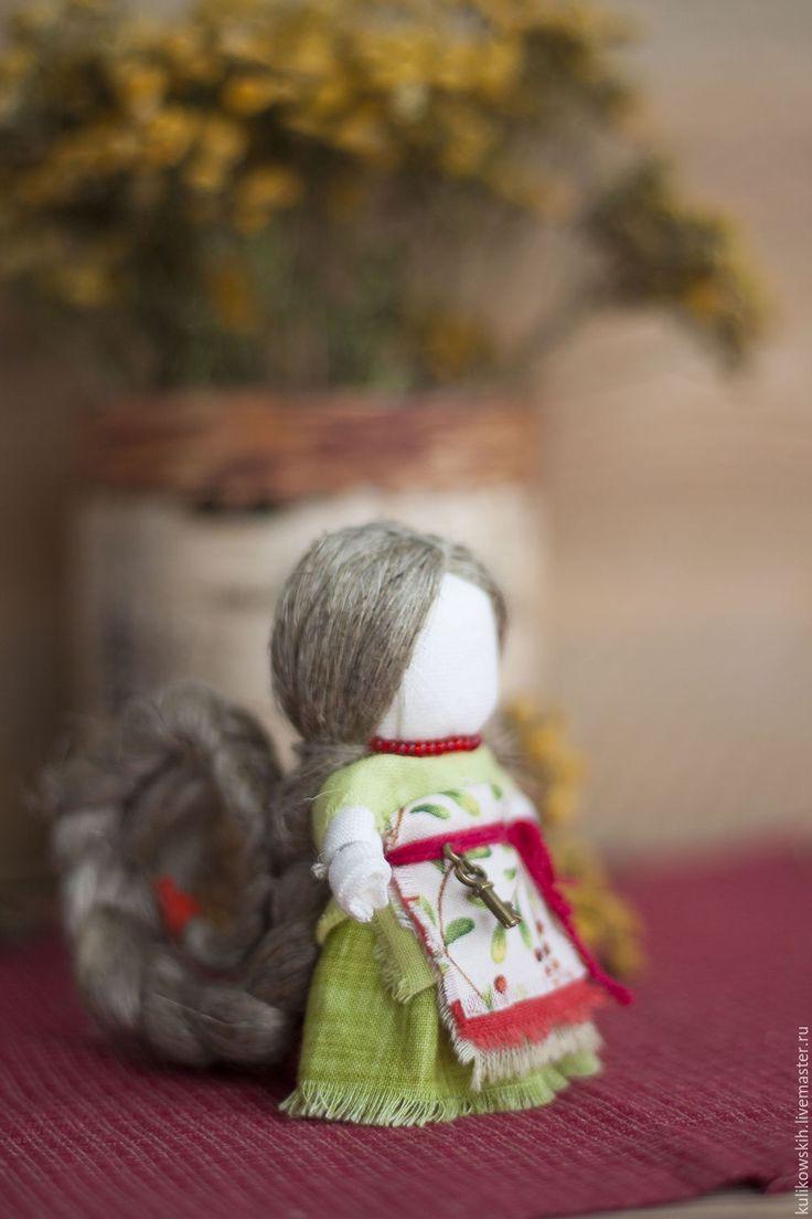 Купить Куколка На счастье - ярко-красный, зеленый, красный и зеленый, бусы, бисер