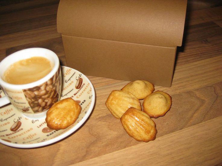"""zarte Mini-Madeleines """"Espresso"""" von pralinchen auf DaWanda.com"""