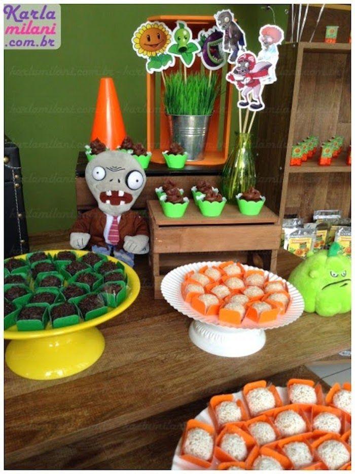 Plants vs. Zombies themed birthday party via Kara's Party Ideas KarasPartyIdeas.com Cakes, decor, desserts, cupcakes, printables, and more! #plantsvszombies #plantsvszombiesparty #karaspartyideas (8)