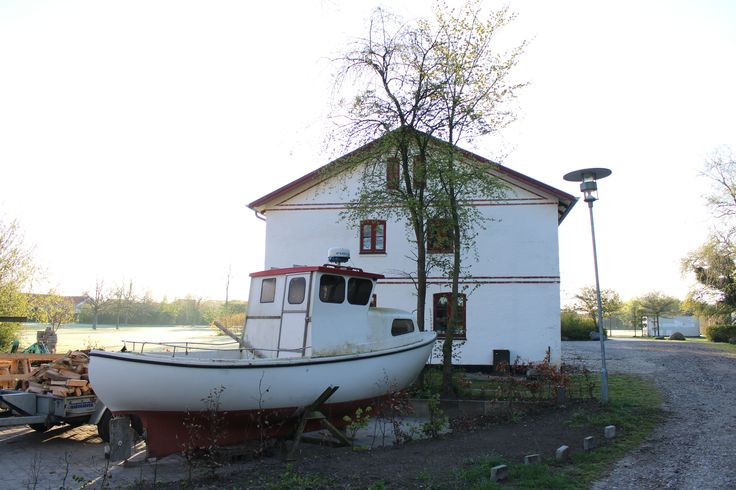 Guldaggerarrd Ceramic Studio with boat?