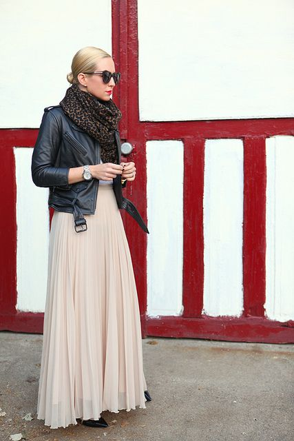 Skirt: Zara (old but similar here), Jacket: H (recent, and my new fav!), Scarf: J Crew, Shoes: Valentino.