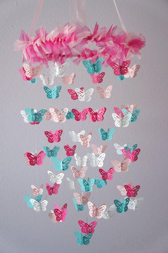 Schmetterlings-Kindergarten Mobile heiße Rosa von LovebugLullabies