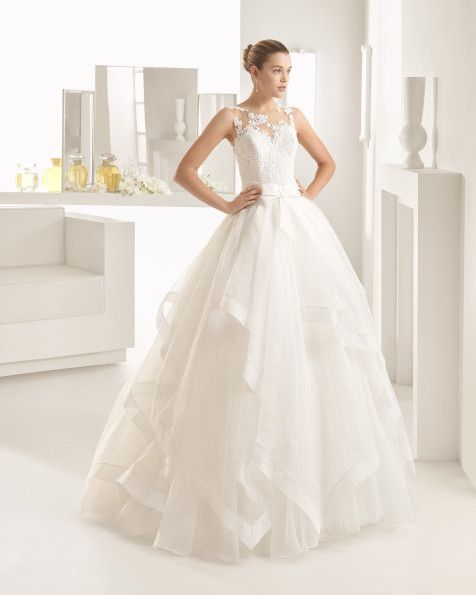 Ballgown with matt cotton guipure lace bodice, flouncy royal organza skirt and tattoo-effect yoke and back, in natural. Ballgown with matt cotton guipure lace bodice, flouncy organza skirt and tattoo-effect yoke and back, in natural.