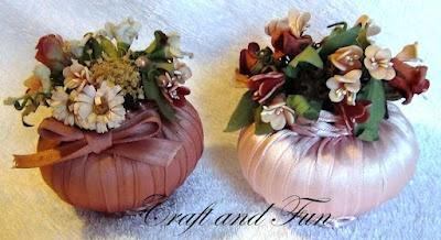 Decorate scented soaps - Un'idea dal passato: decorare le saponette profumate da esporre o utilizzare per rinfrescare gli armadi su http://www.craftandfun.com/2012/04/saponette-decorate-fai-da-te.html