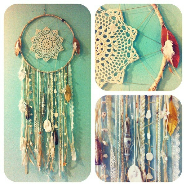Add seashells to Lace doilies in dream catcher! Yes.