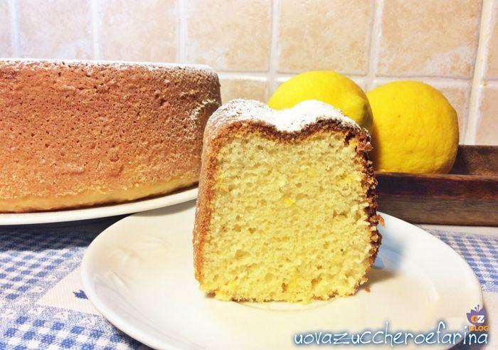 La particolarità di questa ciambella al limone sta nel fatto che viene utilizzato il limone intero e nella rapida lavorazione; 5 minuti e via in forno.