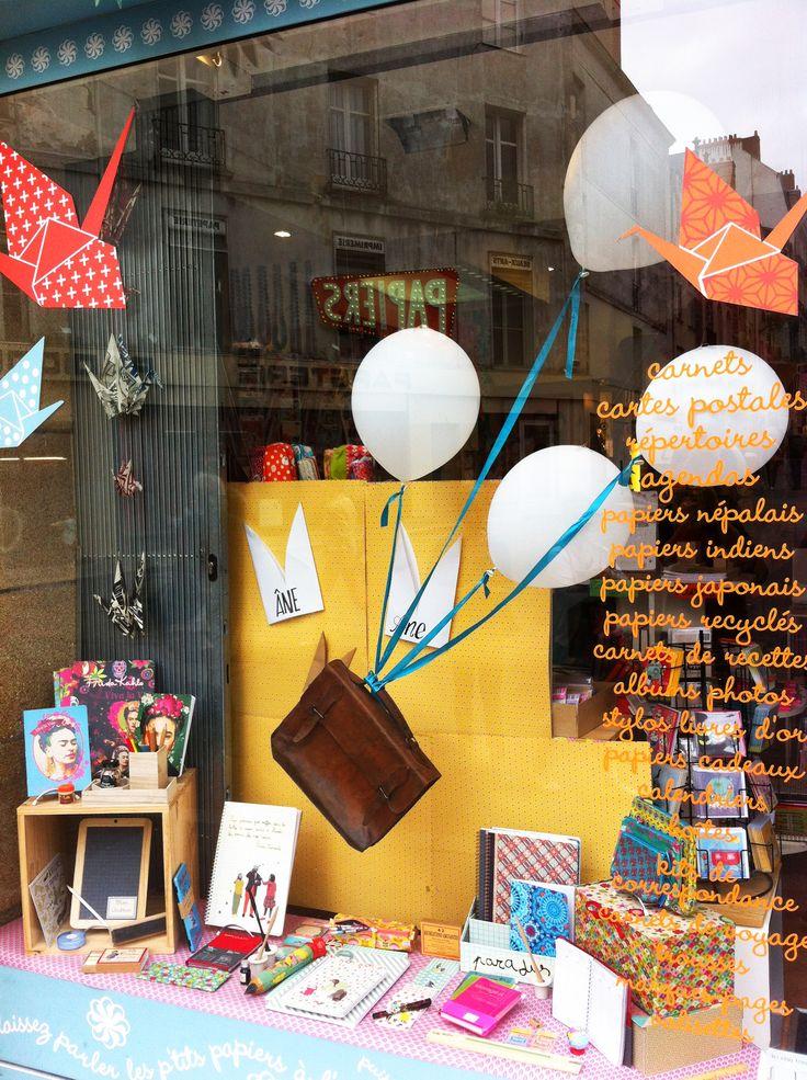 114 best vitrine images on pinterest vitrines de magasin - Magasin papier peint nantes ...