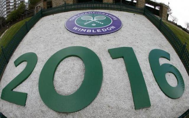 Guida a Wimbledon 2016. Tutte le info per seguire lo slam inglese, date, orari e programma Al via il più importante appuntamento del tennis mondiale con il terzo Slam di stagione a Wimbledon che si disputerà dal 27 giugno al 10 luglio. Il tradizionale appuntamento londinese sull'erba giunt #wimbledon #2016 #tennis #orario #date
