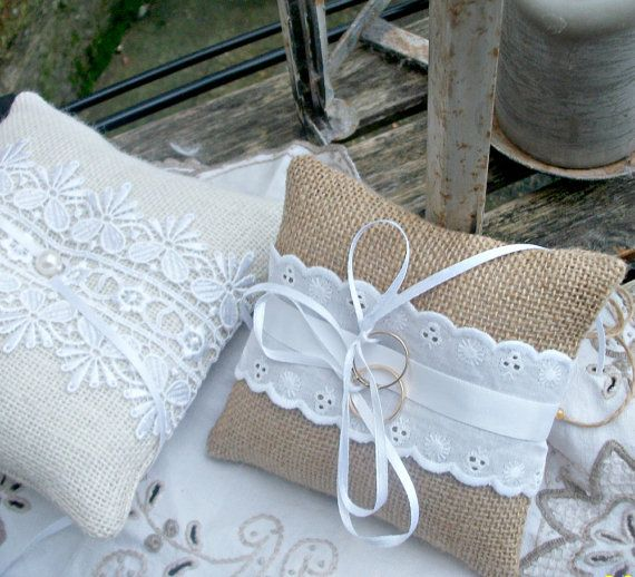 Tela/tela di iuta rustico Ring Bearer Pillow/Cuscino con pizzo di cotone bianco occhiello - piccolo 5 x 5 cm