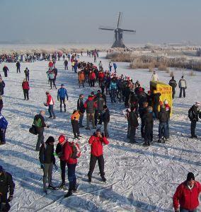 ice-skating-holland-netherlands-queue-controle-molentocht-windmill