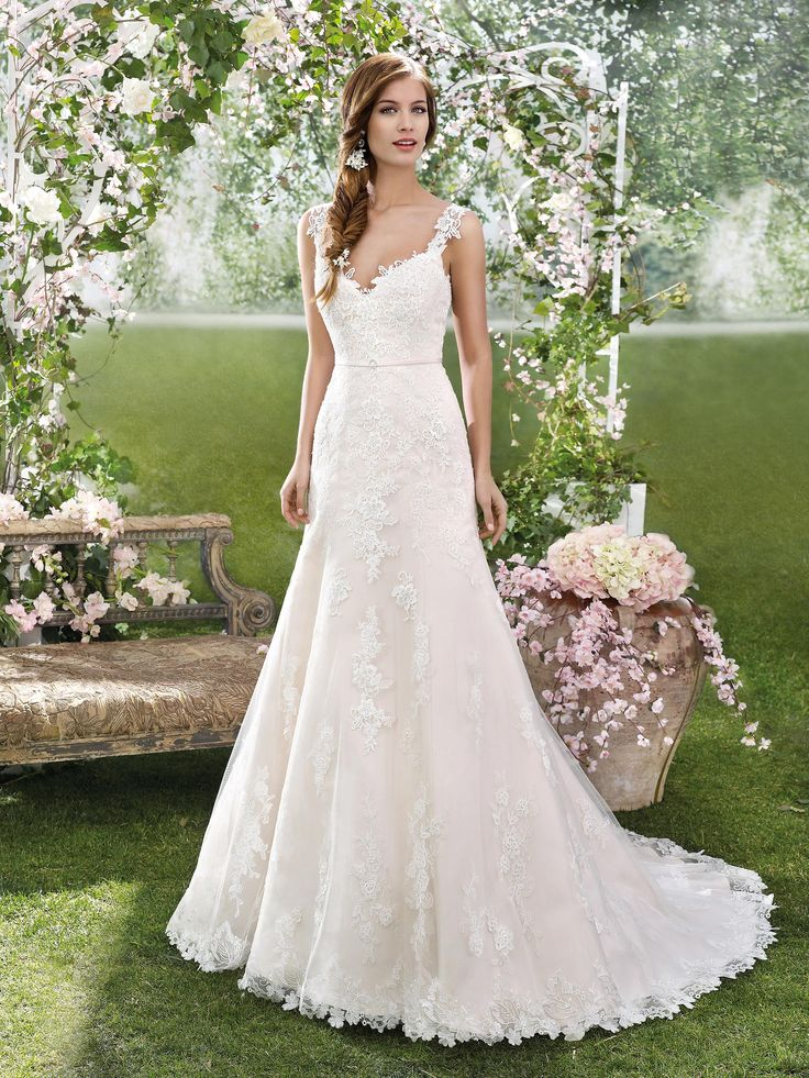 Fara sposa wedding dresses 2016 gorgeous lace details for Simple elegant short wedding dresses