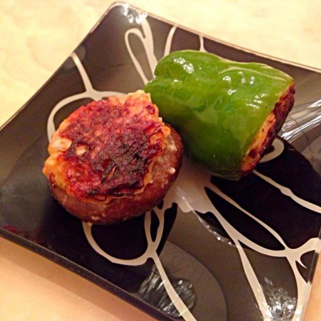 トマト肉まんの餡の残りを詰めて焼いただけ♡ - 101件のもぐもぐ - 肉詰め♡しいたけ♡ピーマン by ultimate16