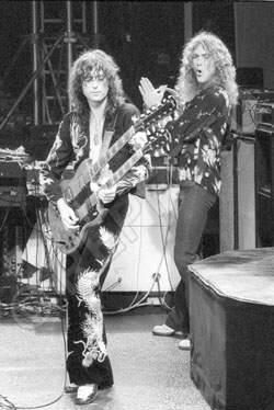 Jimmy Page, Robert Plant | Led Zeppelin 1975