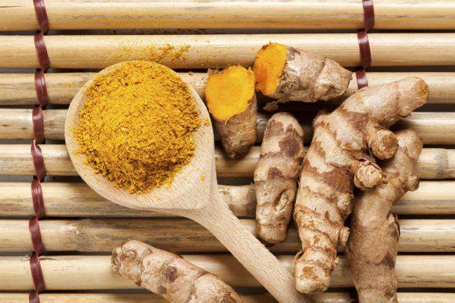 La cúrcuma, además de ser parte esencial del curry, dotándole de su característico color amarillo, la podemos encontrar en forma de té. Y si te gustan los sabores exóticos no dejes de probarlo. Pero antes veamos algunos beneficios para salud y después cómo preparar el té de cúrcuma.1. AntiinflamatorioSus prop