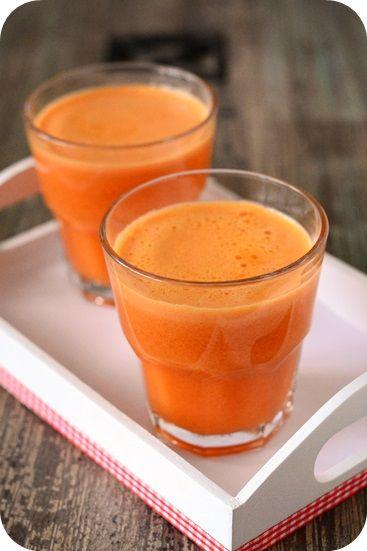 Saft aus Apfel, Orange, Karotte und Ingwer