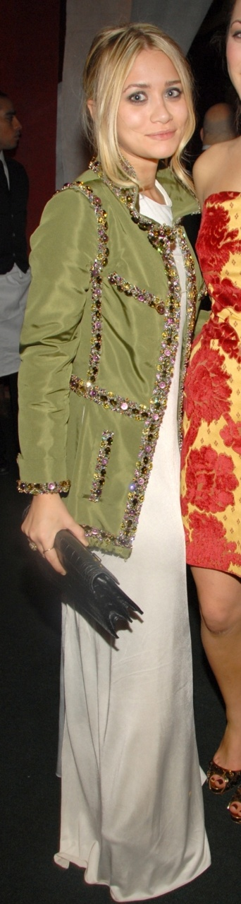 ao: Army Green, Olsen Amazing Jackets, Maxi, Ashley Jackets, Outfit, Chanel Jackets, Army Jackets, Ashley Olsen Amazing, Olsen Twin