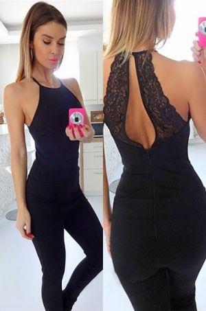 Elegantný overál čiernej farby na tenké ramienka. Zaujímavosť overálu dáva zadná…