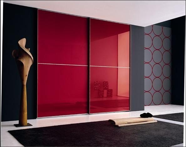 шкаф купе в прихожей, встроенный в нишу, двери дсп, облицованные красным пластиком