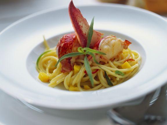 Pasta mit Hummer, Estragon und Mango ist ein Rezept mit frischen Zutaten aus der Kategorie Hummer. Probieren Sie dieses und weitere Rezepte von EAT SMARTER!