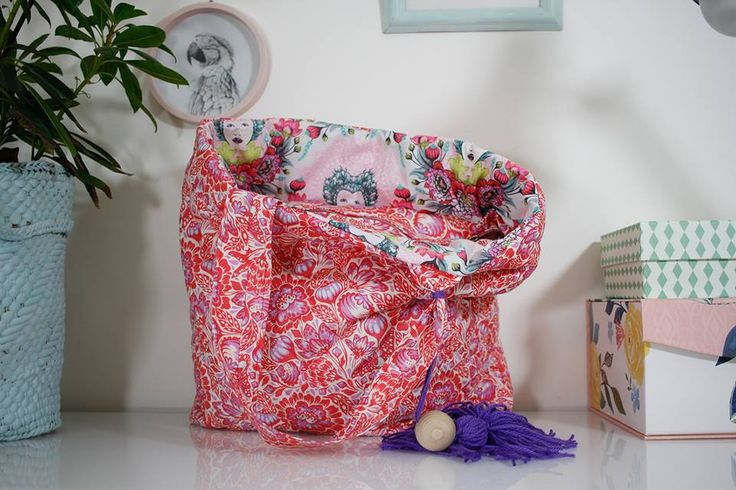 Pikowana torba uszyta z tkanin z kolekcji Elizabeth projektu Tuli Pink przez Ou lala