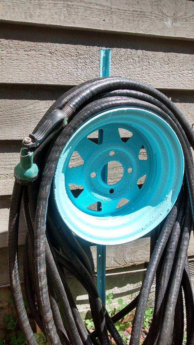 23 awesome diys made from old upcycled car parts - Garden Hose Reel