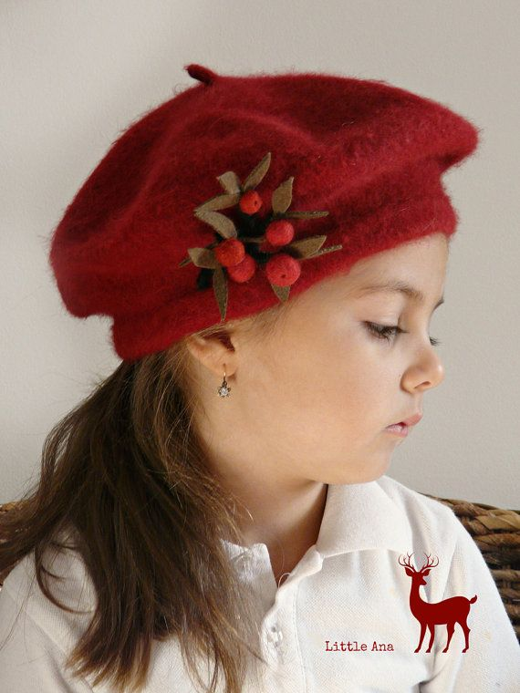 Woman's beret with beautiful brooch, basque, dark red , vintage frech style, one size